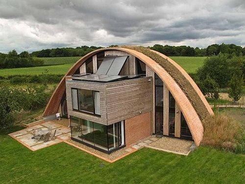 """Eco Arch"" home (Kent, England) eco design incorporates passive solar heating & a green roof"